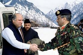 Nawaz Sharif being received by General Pervez Musharraf