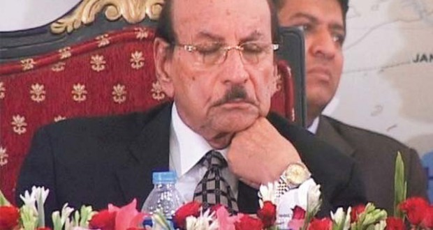 Qaim-Ali-Shah-in-Pakistan-trying-to-wake-up-to-sleep-620x330